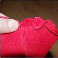 roza iz gofrirovannoi bumagi 16 Розы из гофрированной бумаги своими руками