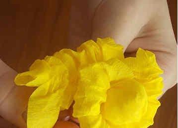 roza iz gofrirovannoi bumagi 4 Розы из гофрированной бумаги своими руками